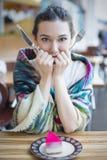 一个女孩的画象在餐馆 图库摄影