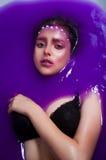 一个女孩的画象在紫色水中 免版税库存照片