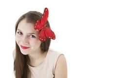 一个女孩的画象有一只蝴蝶的在她的头 库存照片