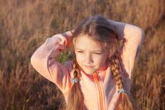 一个女孩的画象有户外猪尾特写镜头的 库存照片