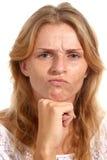 一个女孩的画象有赤褐色头发和雀斑的 免版税库存照片