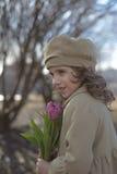 一个女孩的画象有郁金香的 库存图片