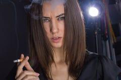 一个女孩的画象有香烟的 图库摄影