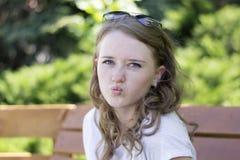 一个女孩,有弓的嘴唇的画象有微笑的 库存图片