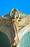 一个女性天使的木雕象 免版税库存照片