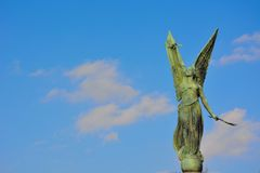 一个女性天使的雕象 免版税库存图片