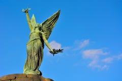 一个女性天使的雕象 库存图片