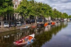 一个好天在浪漫阿姆斯特丹,荷兰 图库摄影
