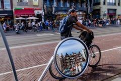 一个好天在浪漫阿姆斯特丹,荷兰 库存照片
