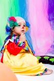 一个好孩子佩带的小丑衣裳。 免版税库存图片