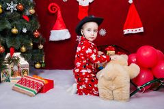 一个好孩子使用与玩具 图库摄影