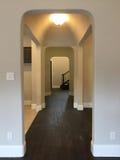 一个好的大厅在新房里 免版税图库摄影