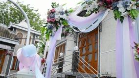 一个婚礼的装饰在一个围场 股票录像