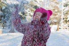 一个孩子在一个冬天 免版税图库摄影