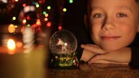 一个孩子的画象在圣诞灯背景中  影视素材