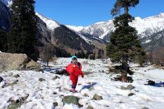 一个孩子的画象雪山谷的 图库摄影