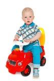 一个孩子的画象有玩具的 有一辆木汽车的小男孩 库存照片