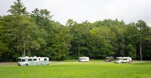 一个安静的营地的住房汽车在阿巴拉契亚人 库存图片