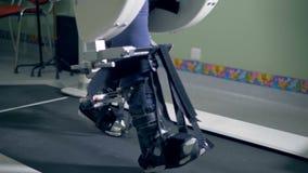 一个完全挑战孩子的矫形补救训练 股票录像
