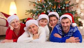 一个家庭的画象在圣诞节的 库存图片
