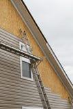 一个家的新的乙烯基房屋板壁设施南部的 库存照片
