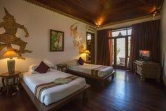 豪华旅馆卧室-缅甸 免版税库存照片