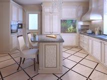 一个富有的房子厨房的内部 免版税库存照片