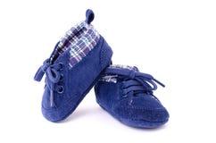 一个对儿童的体育鞋子 库存图片