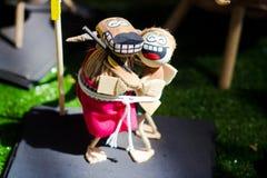 一个对表达他的爱玩偶 免版税库存照片