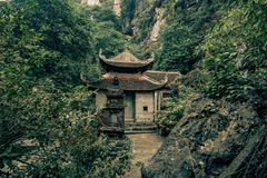 一个寺庙在越南的密林 免版税库存照片