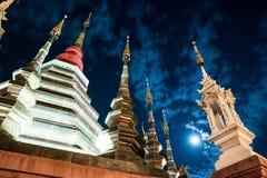 一个寺庙的夜视图在清迈,泰国 图库摄影