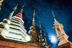 一个寺庙的夜视图在清迈,泰国 免版税图库摄影