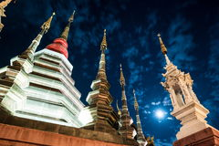 一个寺庙的夜视图在清迈,泰国 免版税库存照片