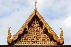 一个寺庙的屋顶在泰国的wat的 库存照片