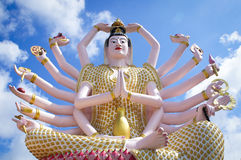 一个寺庙的观音工业区18胳膊佛教女神在泰国 免版税图库摄影