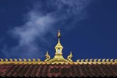 一个寺庙的金黄屋顶在万象在老挝 免版税库存照片