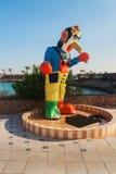 以一个小丑的形式阵雨由水池 免版税库存图片