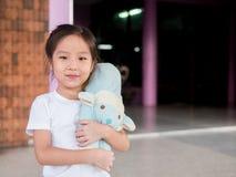 一个小亚裔孩子女孩的画象 免版税库存照片