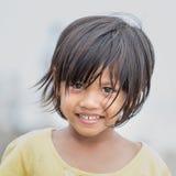 一个小印度尼西亚女孩的画象街道的 图库摄影