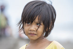 一个小印度尼西亚孩子的画象街道的 库塔,巴厘岛,印度尼西亚 库存图片