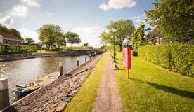 一个小和老港口在阳光下 免版税图库摄影