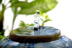 一个小喷泉。 免版税库存图片
