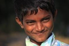 一个小地痞孩子的画象 无家可归的孩子 库存照片