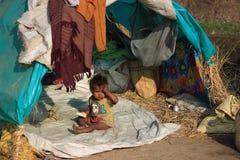 一个小地痞孩子的画象 无家可归的孩子 图库摄影