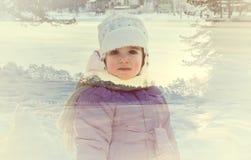 一个小女孩的两次曝光画象和多雪的冬天环境美化 图库摄影