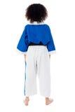 一个小女孩的后面姿势空手道制服的 库存照片