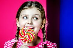 一个小女孩的画象有美丽的大眼睛的 库存照片