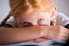 一个小女孩的纵向 库存照片