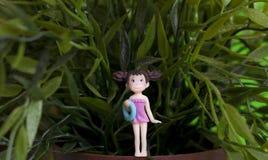 一个小女孩的缩样 库存照片