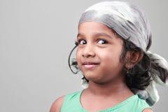 一个小女孩的画象一种愉快的心情的 免版税库存图片